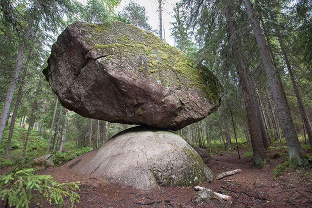 The-Kummakivi-Balancing-Rock