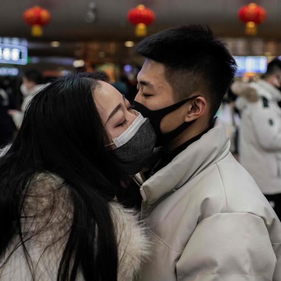 couple with coronavirus masks